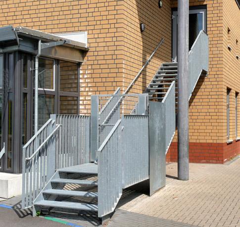 sichere schule flure und treppen gel nder umwehrungen 03 quellen. Black Bedroom Furniture Sets. Home Design Ideas